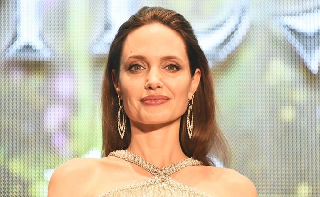 Angelina Jolie ton thuong sau khi ly hon Brad Pitt hinh anh 1